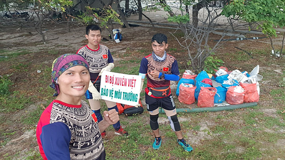 Teacher, across Vietnam, environment message, Nguyen Thanh Tuan Anh, environmental protection, community activities, Vietnamese youngsters