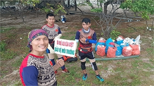 Teacher walks across Vietnam to spread environment message