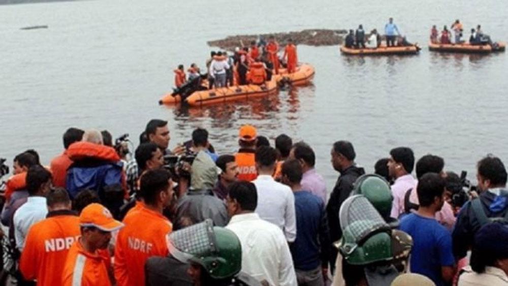Tàu chở khách, bị lật ở Ấn Độ, thương vong