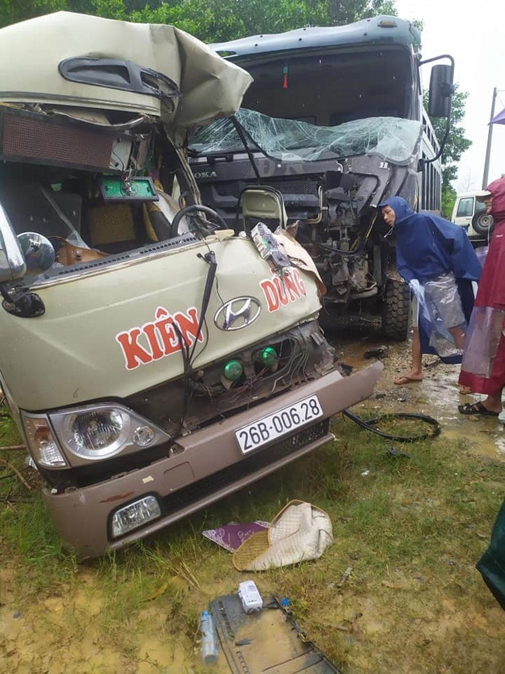 Xe khách, va chạm kinh hoàng, xe ben, nhập viện cấp cứu, xe khách Kiên Dũng mang BKS: 26B - 006.28