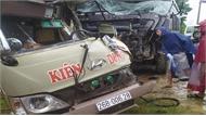 Xe khách va chạm kinh hoàng xe ben, nhiều người nhập viện cấp cứu