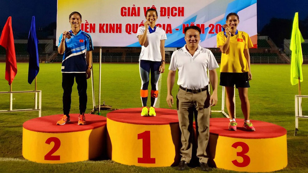 Bac Giang born athlete Nguyen Thi Oanh wins two golds at National Athletics Championship