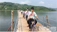 Cây cầu hạnh phúc trên hồ Cấm Sơn
