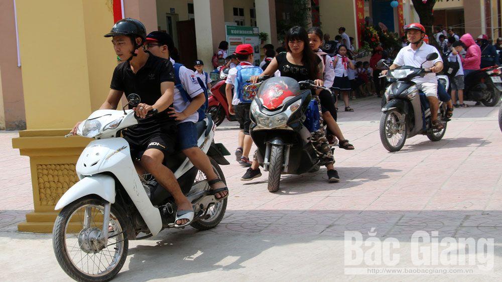 An toàn giao thông cho trẻ em: Người lớn phải nêu gương