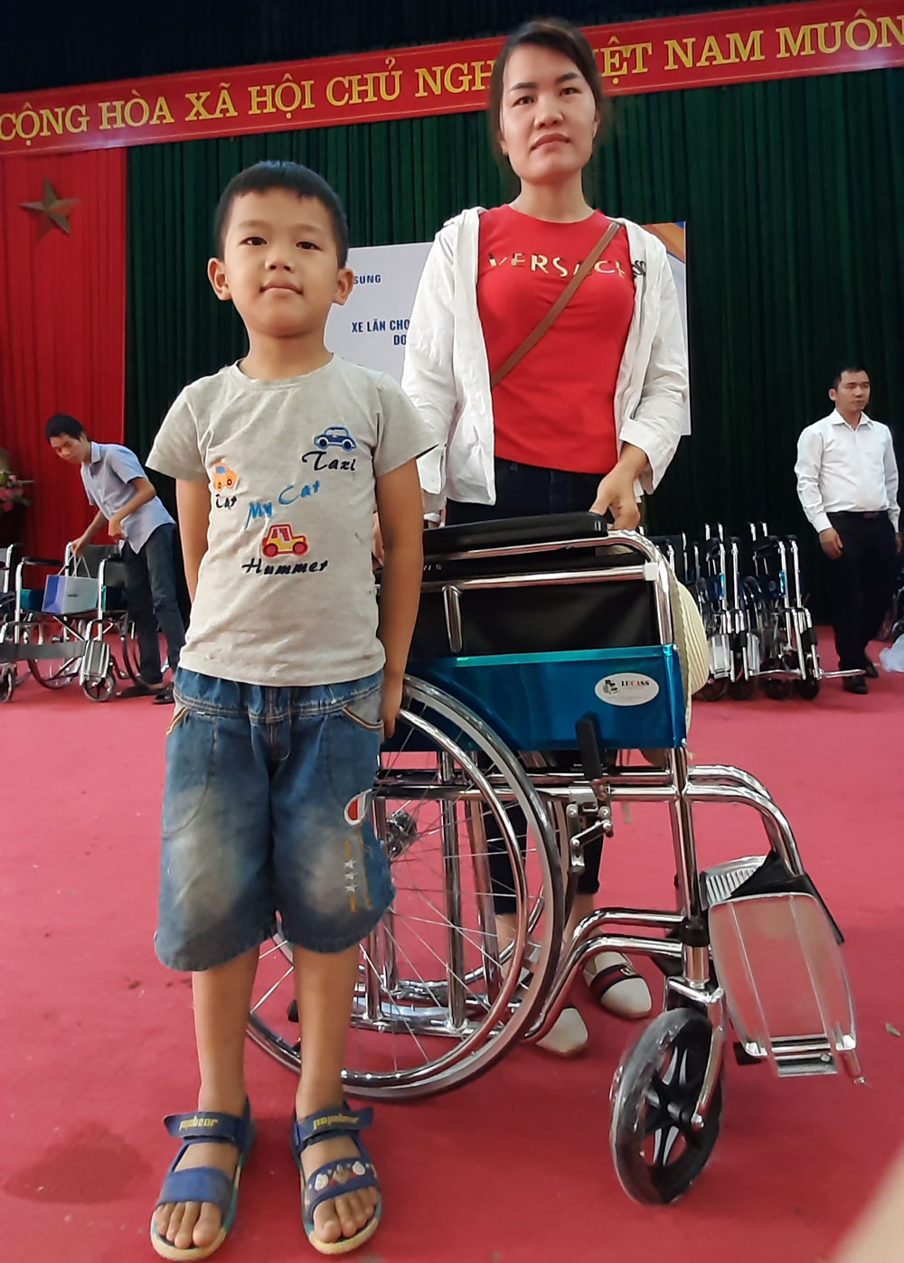 Công ty Samsung, thiện nguyện, Bắc Giang, tặng 100 xe lăn