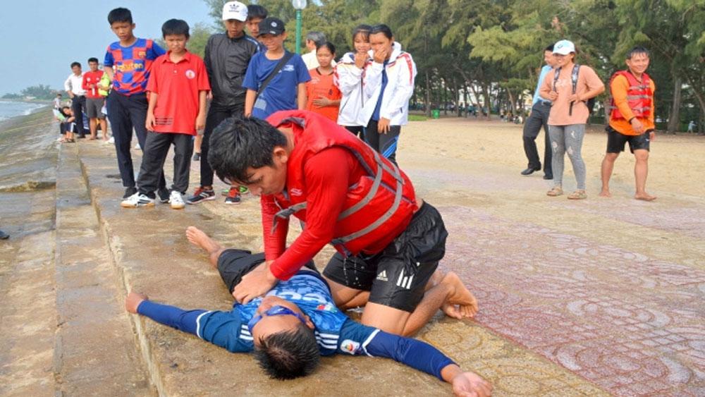 Tìm giải pháp phòng, chống đuối nước khi tắm biển ở Bình Thuận
