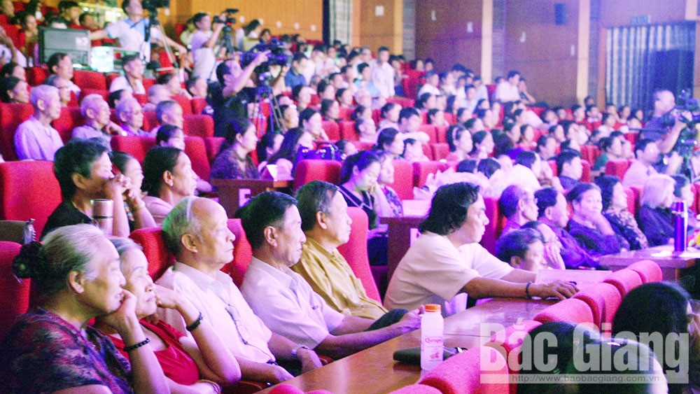 Bac Giang audience, Bac Giang province, National Cheo Festival 2019, traditional opera, traditional art, excellent performance,  unique performing style, cultural value