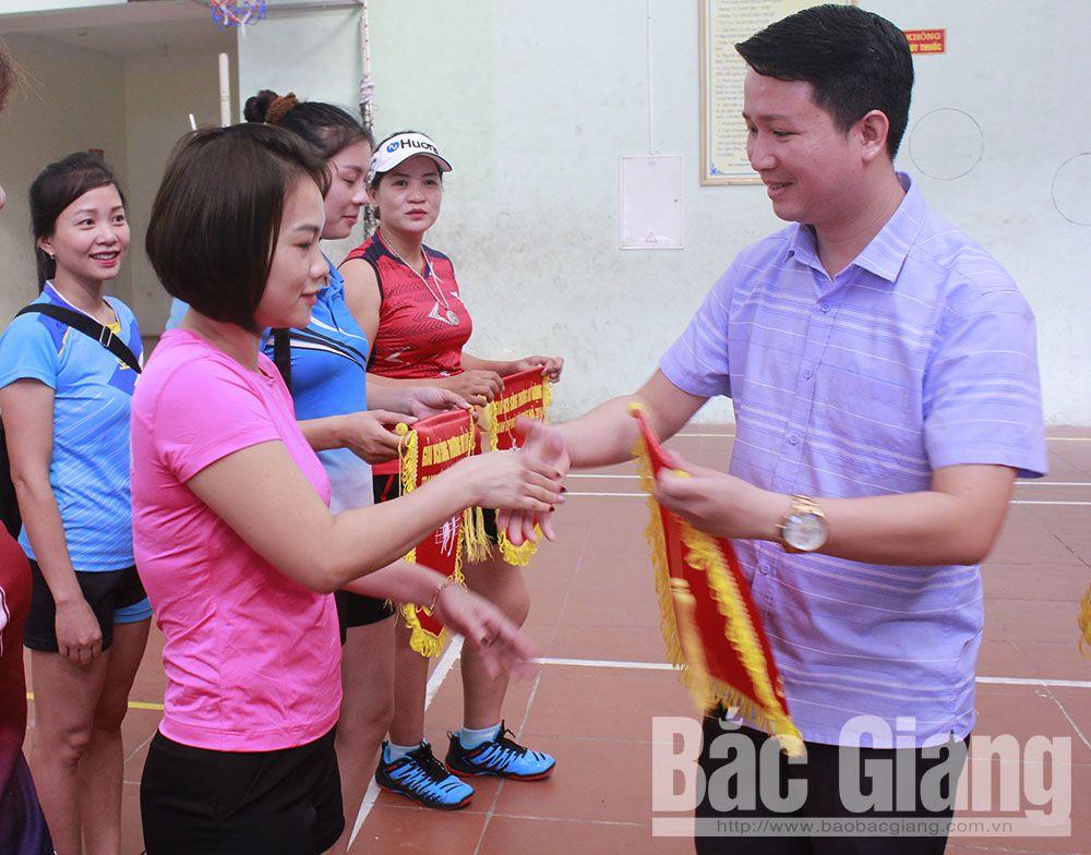 Bắc Giang, Giải giải bóng chuyền hơi sông Thương, giải bóng đá nữ công nhân, cúp máy tính Hoàng Hà