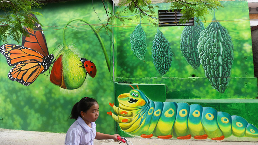 Young artists give Hanoi village a new coat of paint