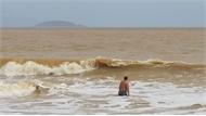Khánh Hòa: Tắm biển bị sóng cuốn, một người tử vong, một người mất tích