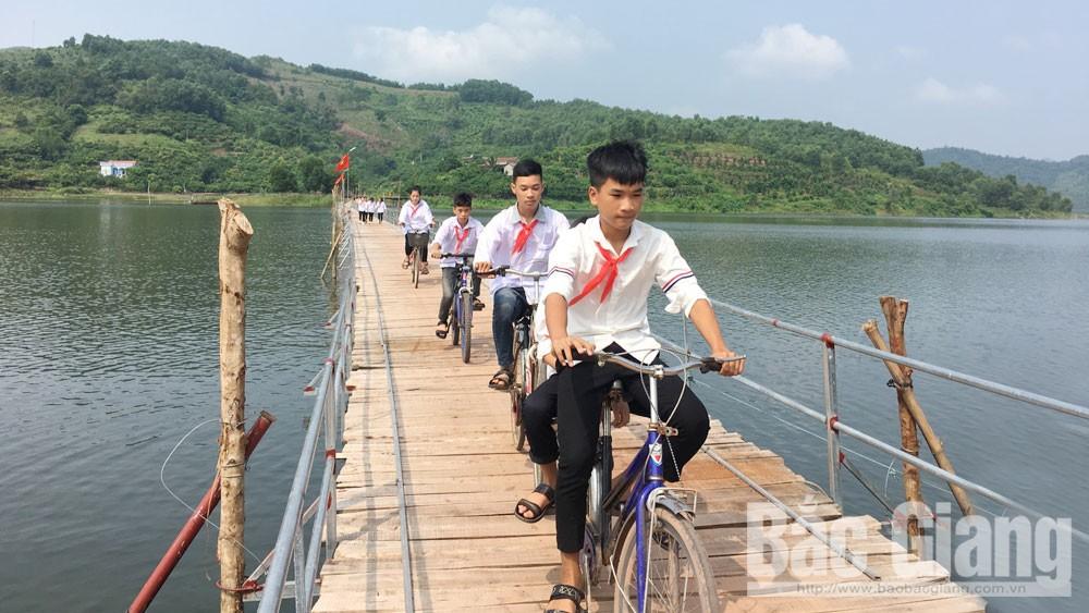 Happy bridge, Cam Son lake, Bac Giang province, float bridge, Unbounded happiness, Village engineer, joy and prosperity