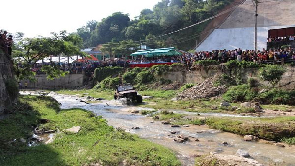 Ha Giang province, Tay Con Linh, Challenge Off-Road tournament, motorbike and car, racing team, Hoang Su Phi terraced fields