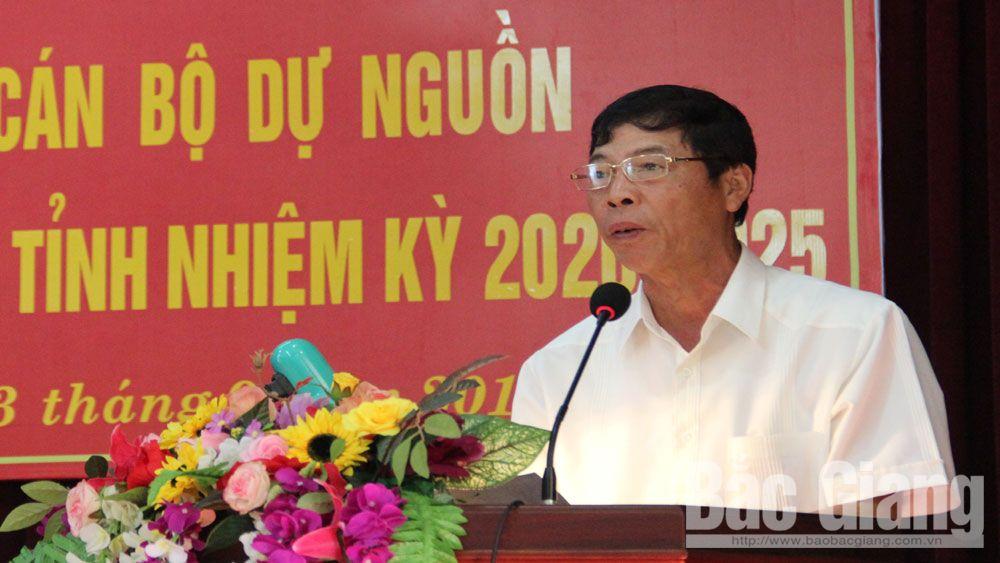 Bí thư Tỉnh ủyBùi Văn Hải phát biểu tại lớp học.