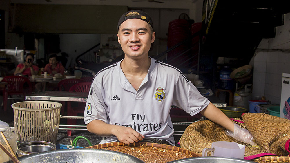 DJ to sticky rice seller: young man's unique career move