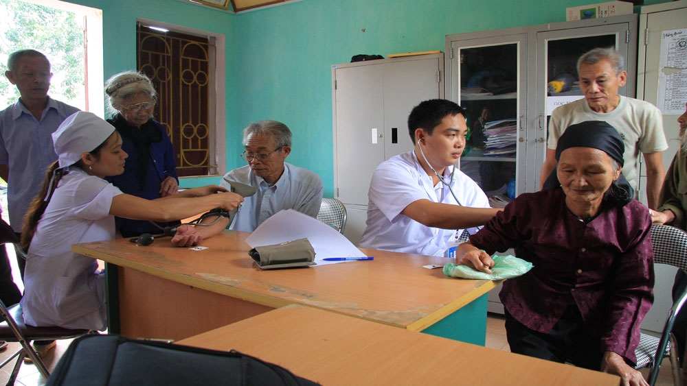 Bac  Giang province, older people, Song Thuong General Hospital, health examination and consultation, Action Month, Vietnamese Elder People, common eye diseases