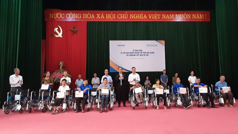 Samsung Electronics Vietnam, Bac Giang province, 100 wheelchairs, people with disabilities, Department of Foreign Affairs, life challenges, social welfare activities