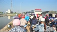 Lộn xộn, ùn tắc giao thông nghiêm trọng ở đường gom dân sinh cao tốc Hà Nội- Bắc Giang