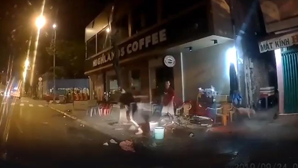 Hành động chặn tên cướp xe máy của tài xế ô tô, khiến cộng đồng tranh cãi