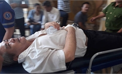 Bị cáo vụ VN Pharma phải đi cấp cứu giữa phiên xử