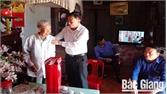 Lãnh đạo huyện Yên Thế thăm, tặng quà người cao tuổi