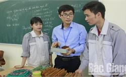 Thầy giáo Đỗ Trung Kiên: Kỹ sư của làng