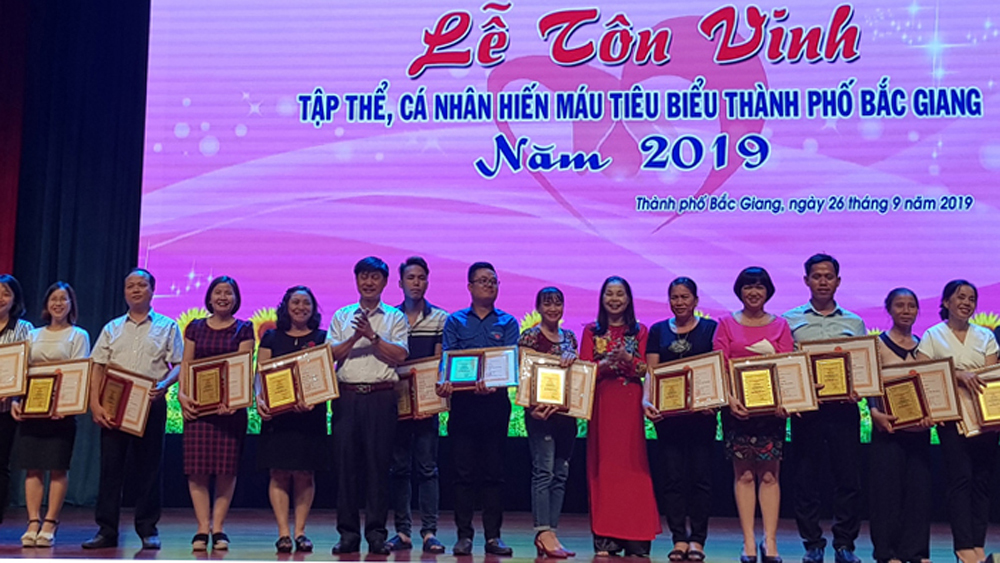 Bac Giang city honors 194 outstanding blood donors