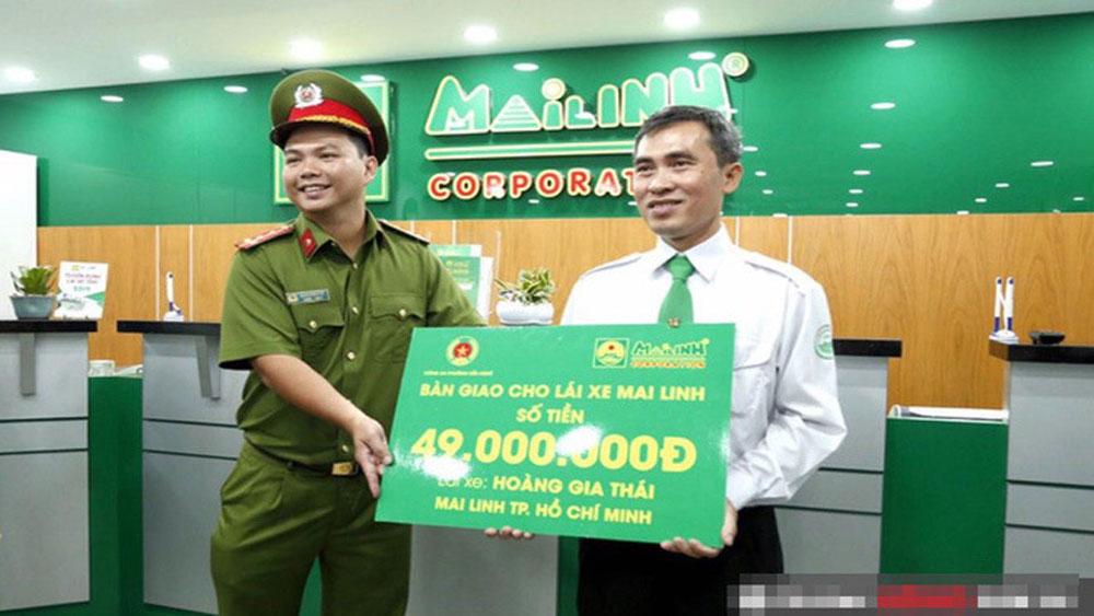 Giao nộp, 56 triệu tiền khách bỏ quên, một năm sau, tài xế taxi, nhận thông báo bất ngờ, Hoàng Văn Thái, tài xế taxi Mai Linh