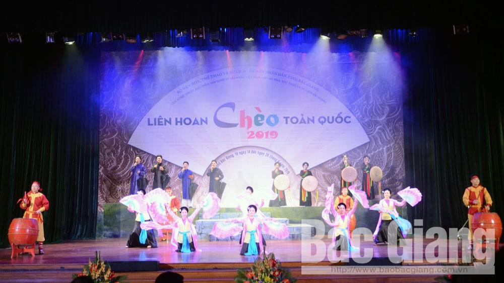 Tiết mục nghệ thuật do Nhà hát Chèo Bắc Giang trình diễn tại lễ bế mạc.