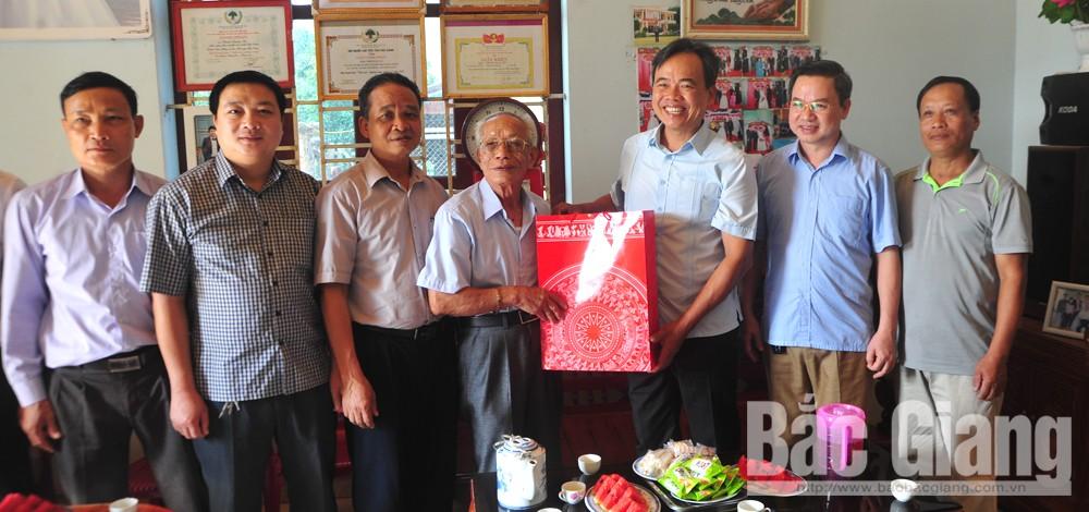 người cao tuổi, thăm, tặng quà, Yên Dũng, Bắc Giang.