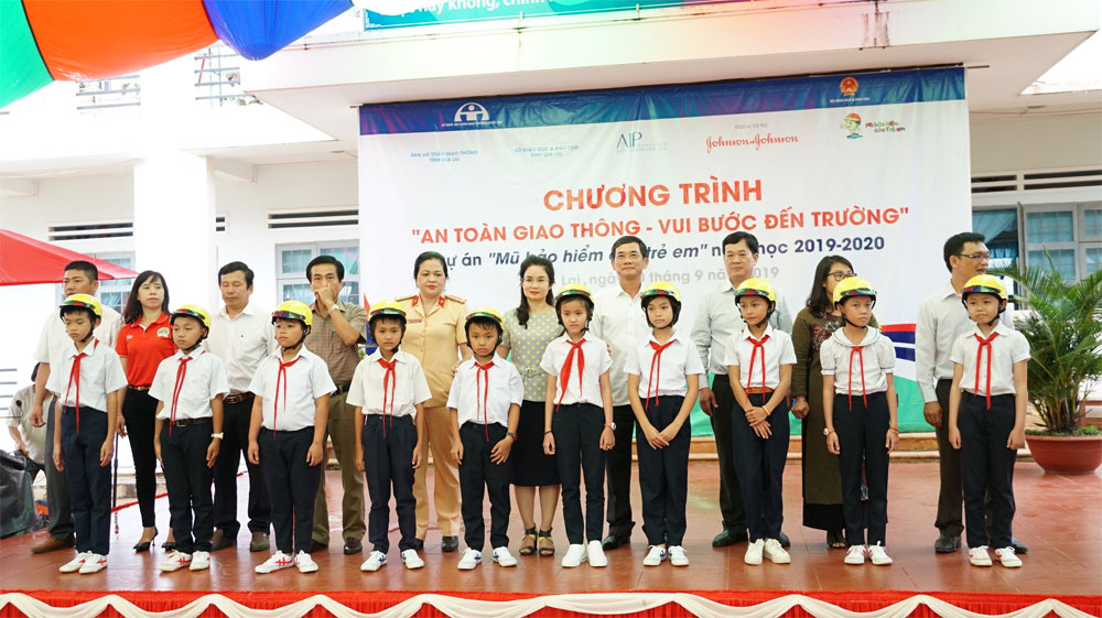 primary students, Gia Lai  province, free helmets, local students, traffic safety