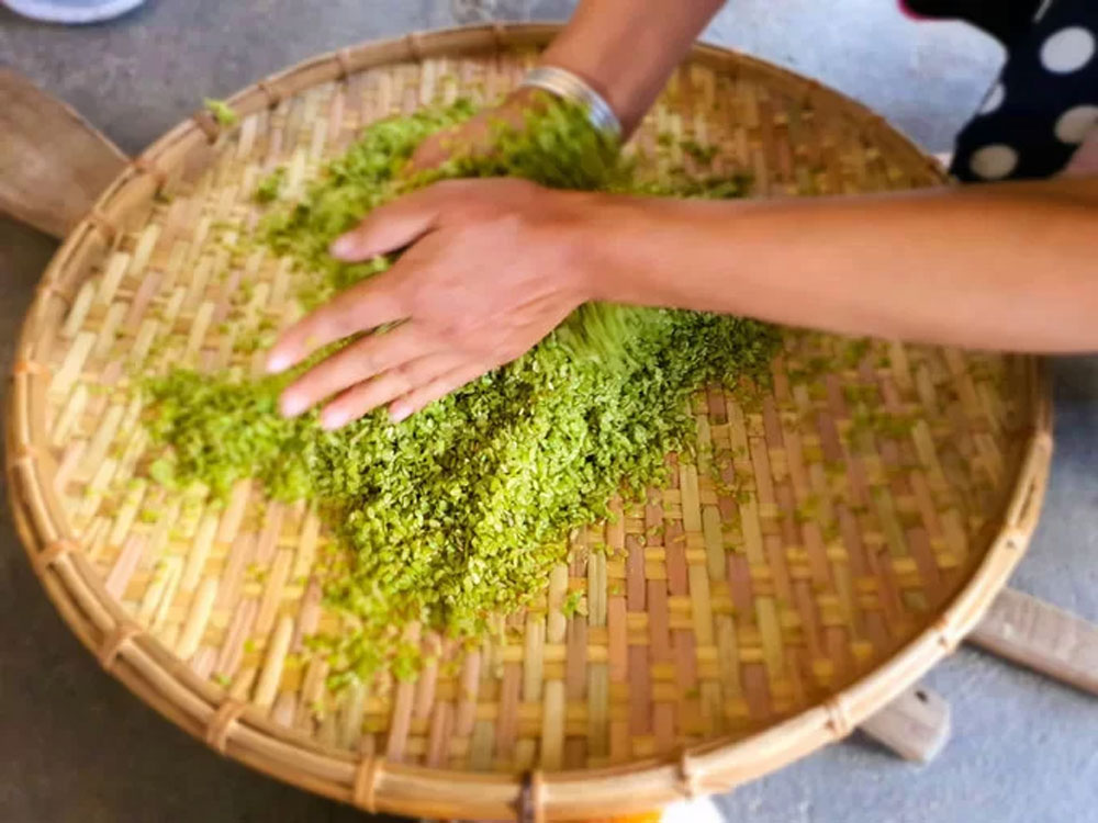 gift from nature, Yen Bai province, green rice flakes, unique variety of rice, traditional way, famous specialty