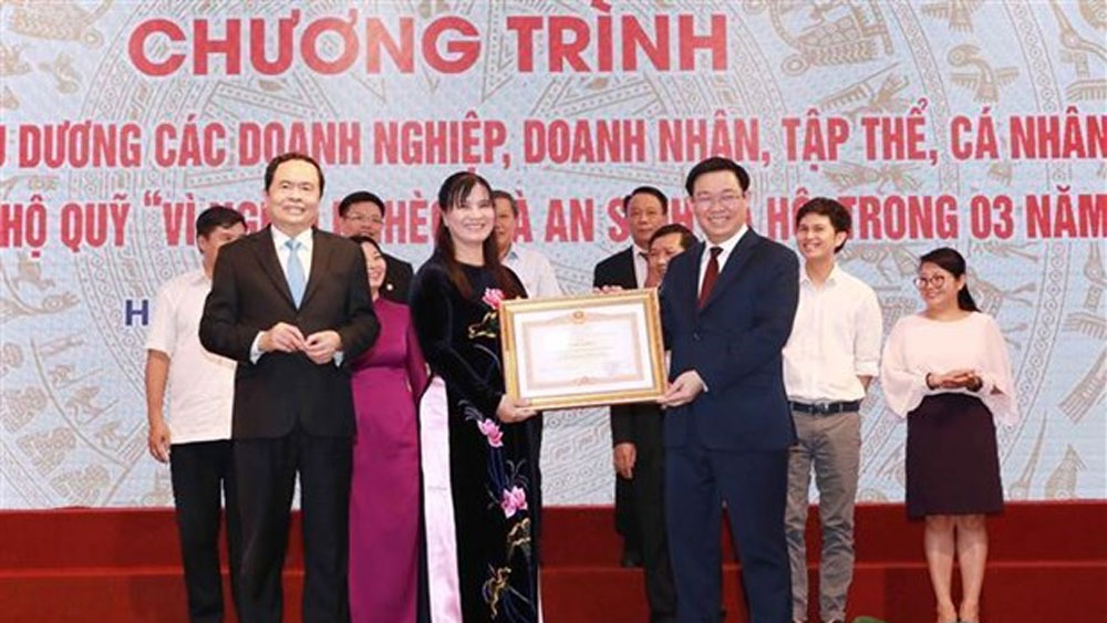 Organisations, individuals honoured for contributions to Fund for the Poor