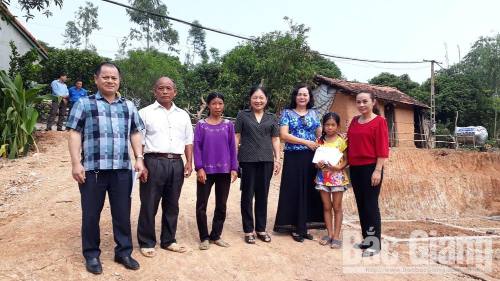 32 triệu đồng hỗ trợ 2 gia đình hoàn cảnh khó khăn xây nhà ở