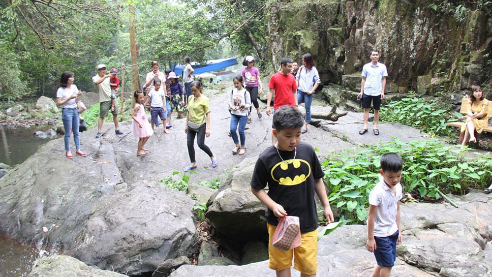 Establishing community-based tourist site in Na O village