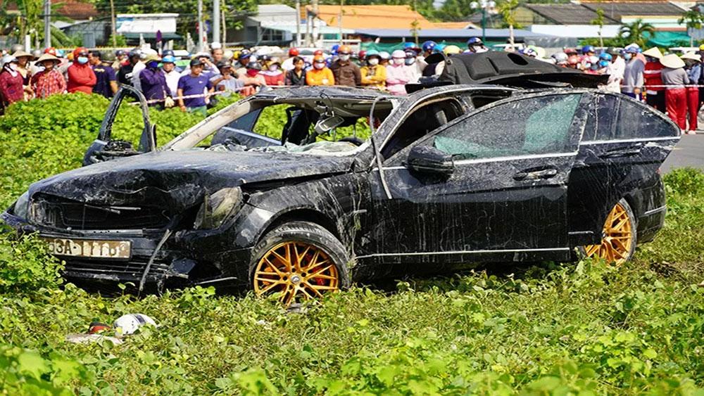 Tài xế ôtô Mercedes, tự lao xuống kênh, Phan Phú Dân Khánh