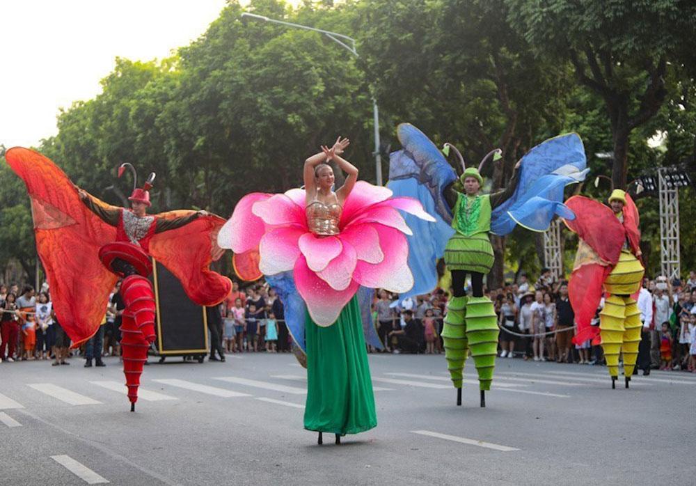 Tưng bừng, hoạt động văn hóa, chào mừng, kỷ niệm 65 năm Ngày Giải phóng Thủ đô