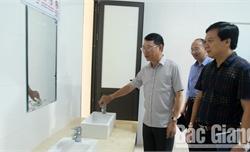 Phó Chủ tịch UBND tỉnh Lê Ánh Dương kiểm tra việc thực hiện nhiệm vụ đầu năm học tại Yên Dũng