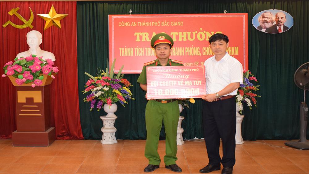 Đội Cảnh sát điều tra tội phạm về ma túy, Công an TP Bắc Giang, phá 2 chuyên án lớn