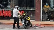 Kẻ cướp nổ súng trước tiệm vàng