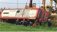 Ôtô lao xuống ruộng, một hành khách tử vong