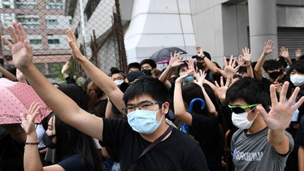 Hong Kong, bắt 77 người đeo khẩu trang, Tòa án Tây Cửu Long, lệnh cấm đeo khẩu trang,