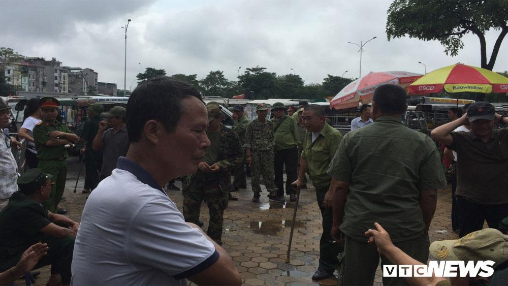 Tự xưng, thương binh, quyết phá cổng VFF ,  vé xem Việt Nam với Malaysia
