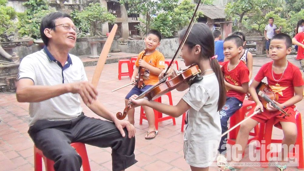 Supporting Violon Club in Then village to buy instrument