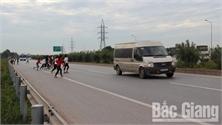 Dự kiến ngày 15-12 hoàn thành cầu vượt quốc lộ 1 đoạn qua Khu công nghiệp Vân Trung (Bắc Giang)