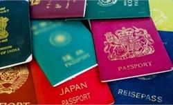 Sự lố bịch của những kẻ mượn thứ hạng hộ chiếu để miệt thị dân tộc