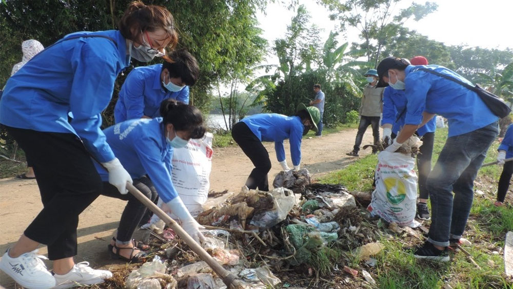 Hundreds of volunteers to clean up Long Bien Bridge and Red River area