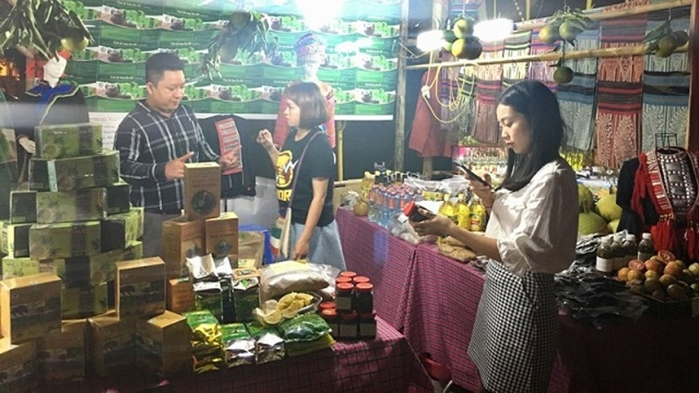 Ha Giang's signature cultural and tourist products introduced in Hanoi