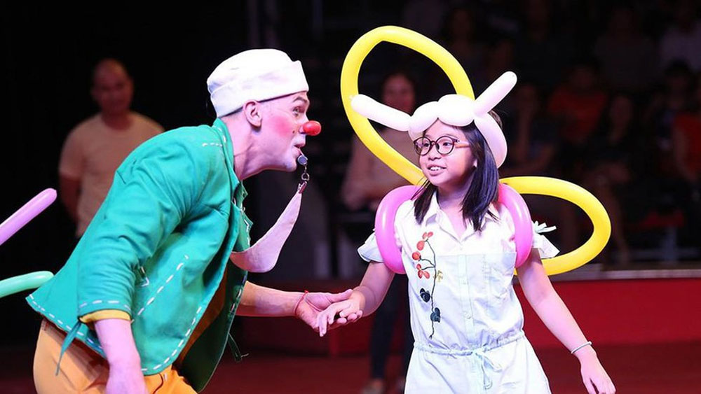 Hanoi, int'l circus festival, October, Circus performers, magic shows, cultural event, international friends