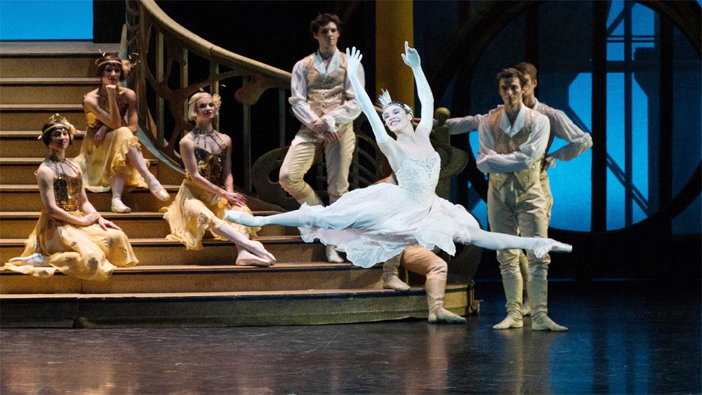 Paris Opera, ballet performance, Cinderella, Hanoi, L'Espace Cultural Centre, fairy tale, refreshing version