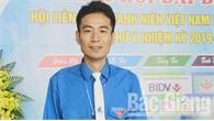 Chủ tịch Hội Liên hiệp Thanh niên Hiệp Hòa Vũ Chí Công nhận giải thưởng 15-10 toàn quốc